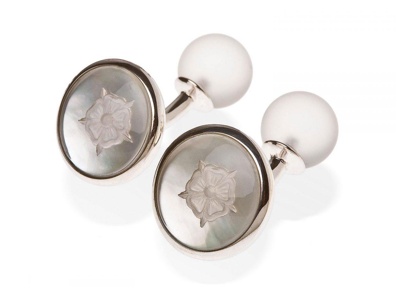 Rosengravur-bergkristall-silber-rund-lightbox